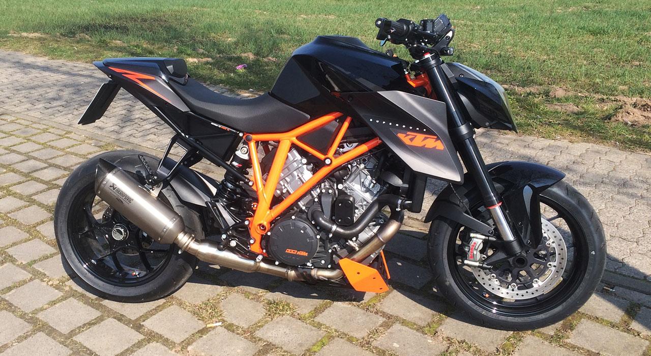 KTM-SUPERDUKE-1290-Arrow-Kat-Ersatzrohr-SW-Motech-Bugspoiler-Remus-014