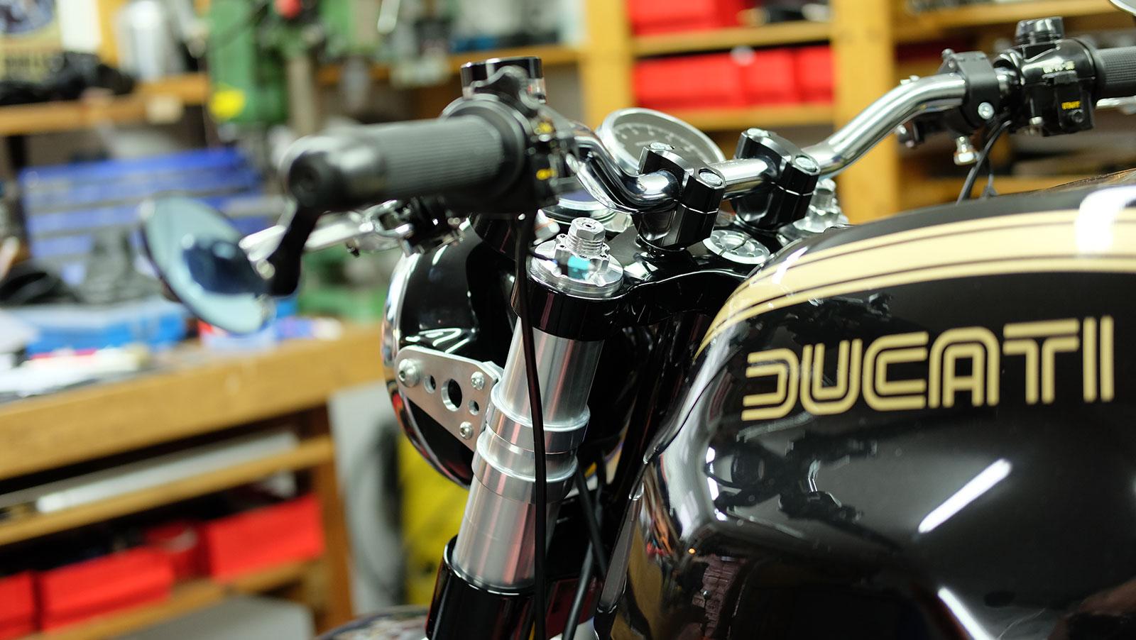 Ducati Sr Vs Speed Triple
